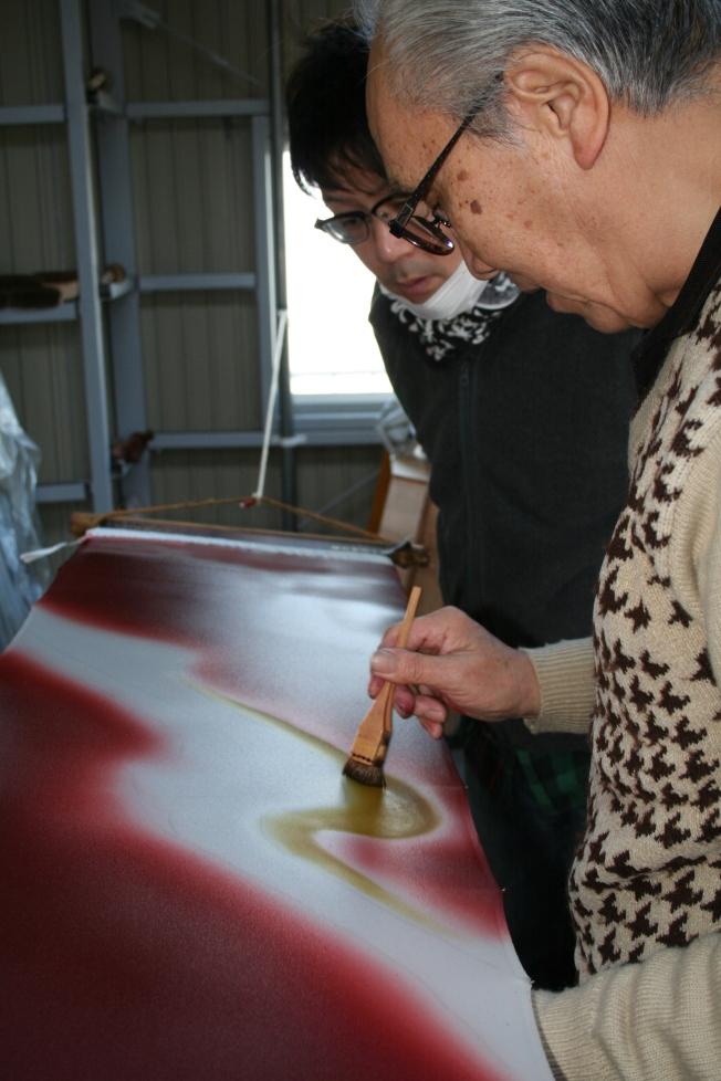 Learning the art of bokashizome kimono design at Nakamura Shoten in Nagoya, Japan.